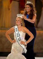 Allie Laforce (Miss Teen USA) gets her crown.